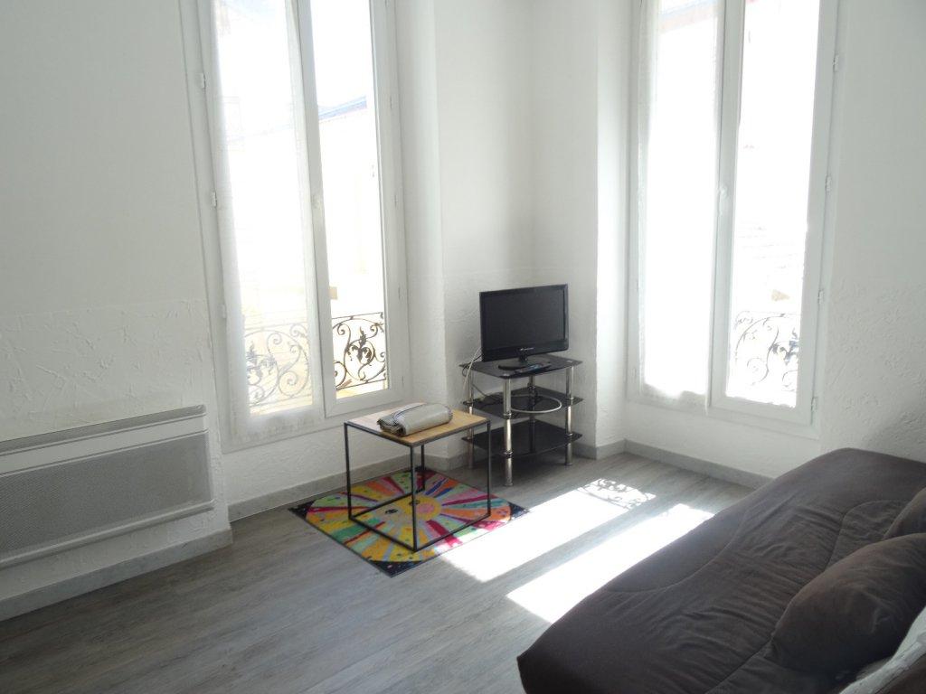 parc imp rial pessicart studio meubl 16m2. Black Bedroom Furniture Sets. Home Design Ideas